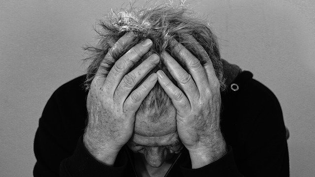 أسباب الاكتئاب وعلاجة